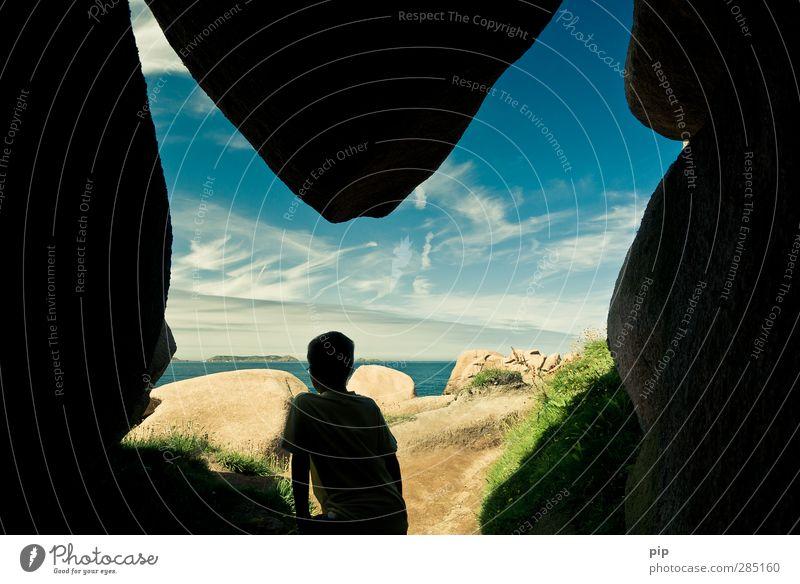 grottenschön Mensch Kindheit 1 8-13 Jahre Umwelt Natur Wolken Sommer Schönes Wetter Felsen Küste Meer Höhle Stein gigantisch Ferien & Urlaub & Reisen Versteck