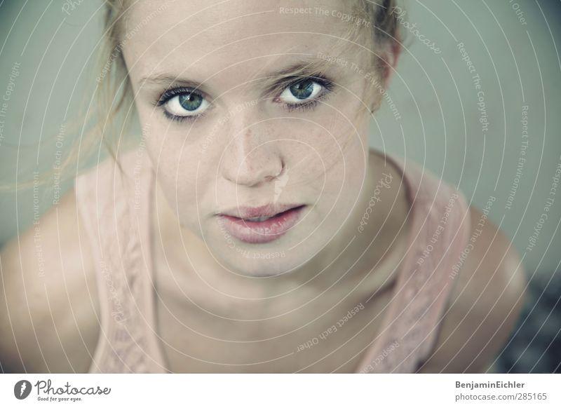Window Seat Mensch Jugendliche blau grün Erwachsene Gesicht Auge Junge Frau feminin Erotik Gefühle Kopf 18-30 Jahre träumen braun natürlich