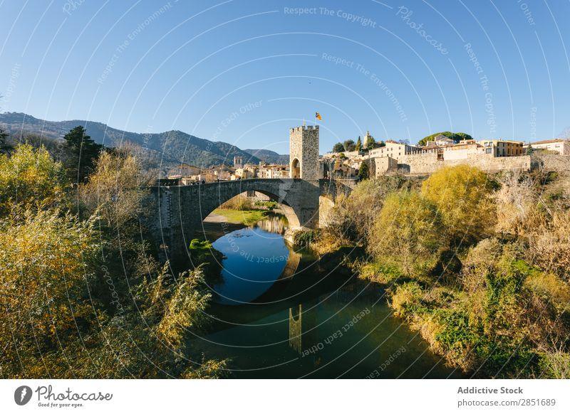 Mittelalterliche Brücke mittelalterlich Bestwert Fluss Wasser Reflexion & Spiegelung Katalonien Antiquität Spanien Tor Garrotxa Ferien & Urlaub & Reisen