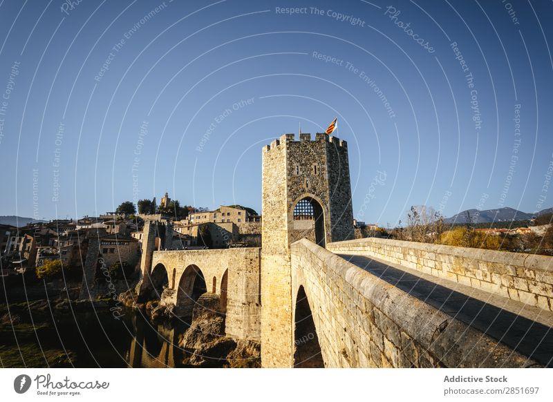 Mittelalterliche Brücke mittelalterlich Bestwert Fluss Katalonien Antiquität Spanien Tor Garrotxa Ferien & Urlaub & Reisen Architektur Gebäude Wand antik Europa