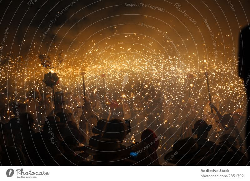 Feuerwerk Korrefok Tanzen Feste & Feiern Sitzgelegenheiten Katalonien katalanisch Spanien Tradition Freizeit & Hobby Nacht Diables Mensch Freude wichtig Teufel
