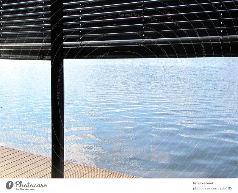 nah am wasser gebaut blau Wasser Sommer Einsamkeit ruhig Haus Küste See hell Stimmung Raum Wohnung Wellen Design Häusliches Leben ästhetisch