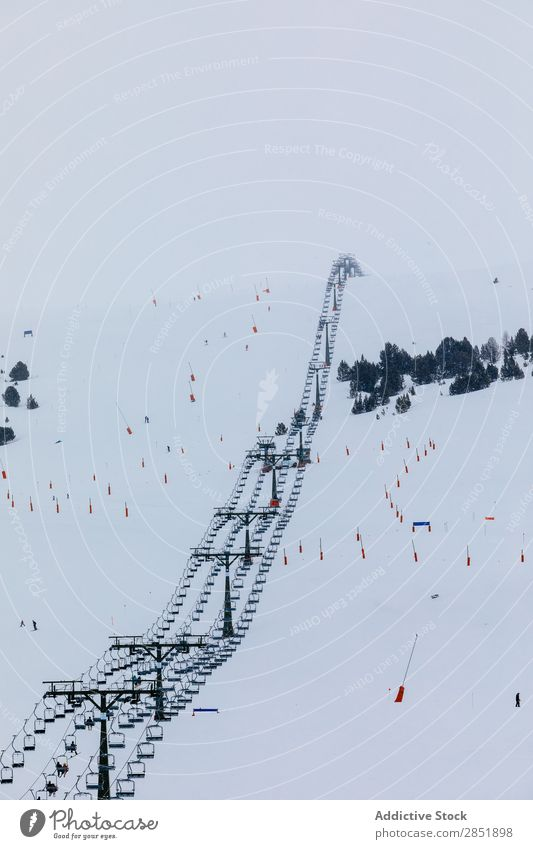 Skipisten Skigebiet Berghang Winter Skifahren heben Resort Himmel Pisten Berge u. Gebirge Schnee Natur Ferien & Urlaub & Reisen Sport Kabel weiß Landschaft