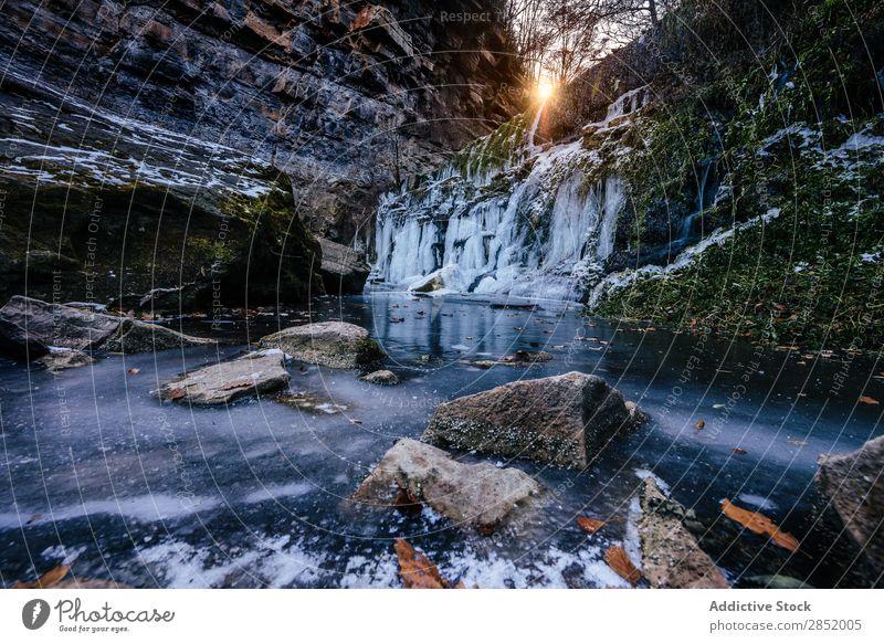 Gefrorener Wasserfall gefroren Landschaft Schnee Hintergrundbild Winter Jahreszeiten Detailaufnahme durchsichtig Eis schön Natur Beautyfotografie Felsen