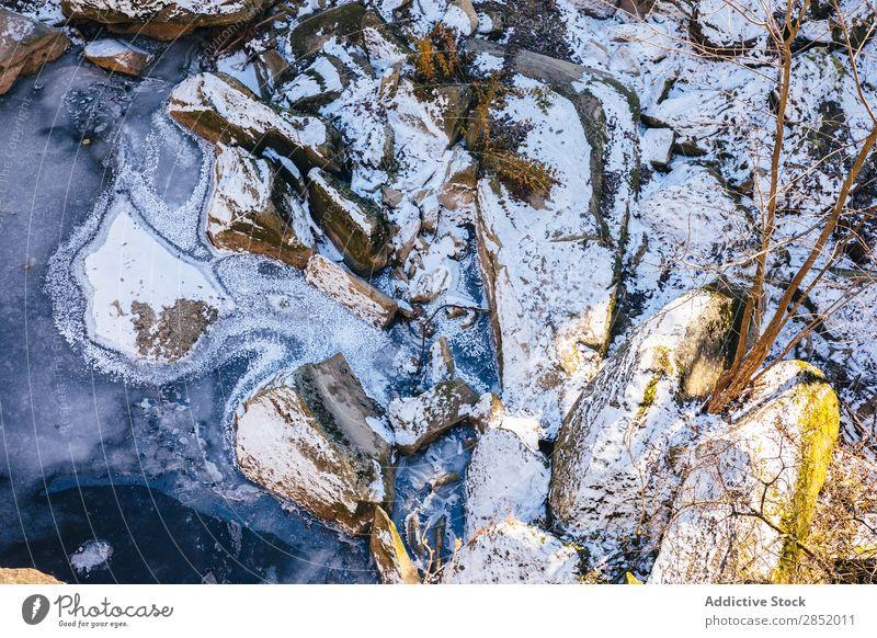 Schneebedeckte Felsen im Hintergrund Hintergrundbild weiß Natur Außenaufnahme Winter kalt Jahreszeiten Landschaft Stein Wetter Eis Frost gefroren Tapete Buhne