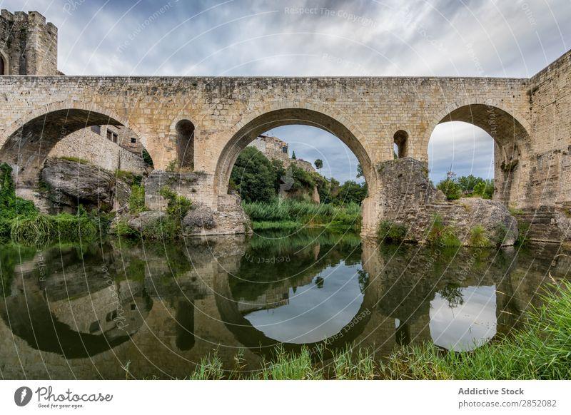 Mittelalterliche Brücke von Besalu mittelalterlich Dorf historisch Ferien & Urlaub & Reisen Landschaft Architektur antik Gebäude Stein Wahrzeichen Bestwert
