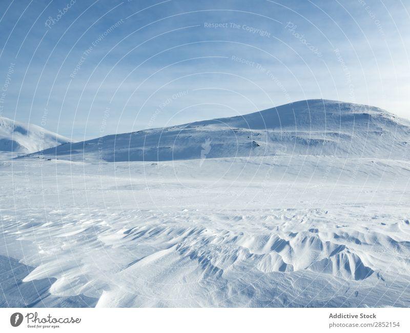 Schneebedeckter Berg bei Tageslicht Hügel Natur Landschaft Winter kalt Eis blau Frost weiß schön frisch Wetter Berge u. Gebirge ruhig Jahreszeiten