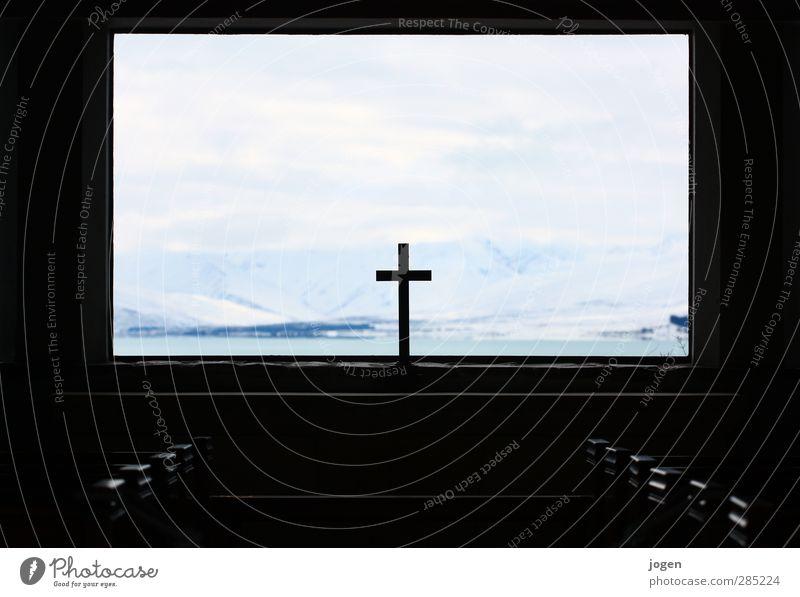 Ruhe ruhig Landschaft Winter Fenster Berge u. Gebirge Tod Freiheit Religion & Glaube ästhetisch Kirche Abenteuer Gipfel Trauer Schneebedeckte Gipfel Denkmal