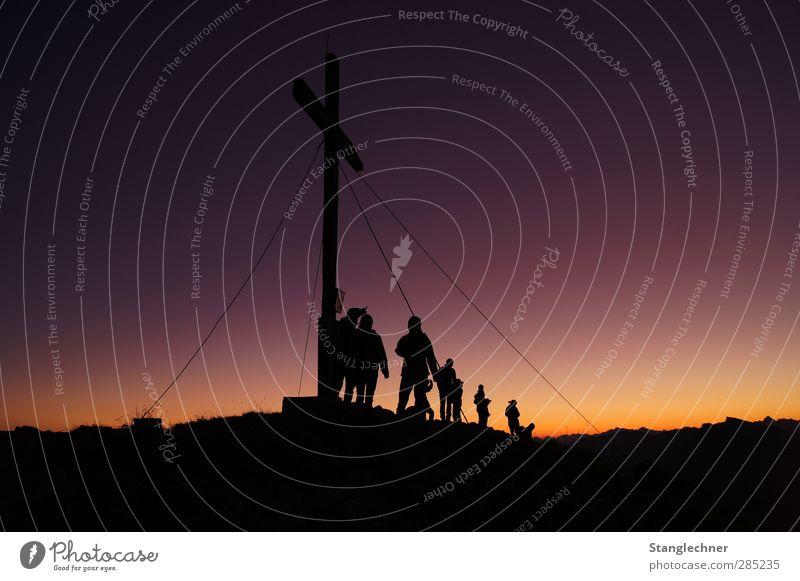 Gemeinsamer Sonnenaufgang Mensch Natur schön Sommer ruhig Landschaft gelb Berge u. Gebirge Herbst Glück Menschengruppe Familie & Verwandtschaft Stimmung