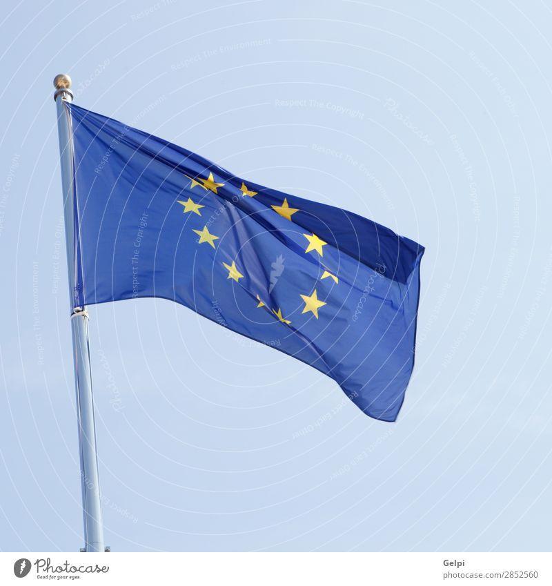 Europäische Flagge weht im Mast Geldinstitut Unternehmen Himmel Wind Wahrzeichen Stoff Fahne blau gelb Identität Krise Politik & Staat Zusammenhalt Europa