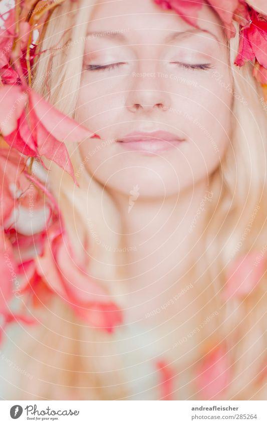 herbstfee. Mensch Jugendliche schön rot ruhig Erwachsene Junge Frau Leben feminin Erotik lachen Glück Denken hell 18-30 Jahre blond