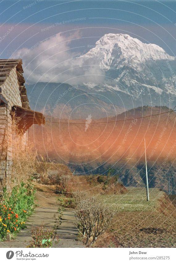 Himalayan Trail | 300 Himmel Ferien & Urlaub & Reisen Baum Wolken Ferne Berge u. Gebirge Gras Wege & Pfade Felsen Sträucher Ausflug Hügel Hütte analog Ausdauer