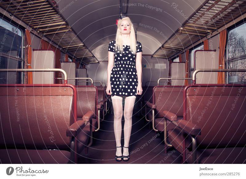 #245432 Mensch Frau Jugendliche Ferien & Urlaub & Reisen schön Erholung Erwachsene Mode 18-30 Jahre blond Zufriedenheit warten Tourismus Ausflug Abenteuer