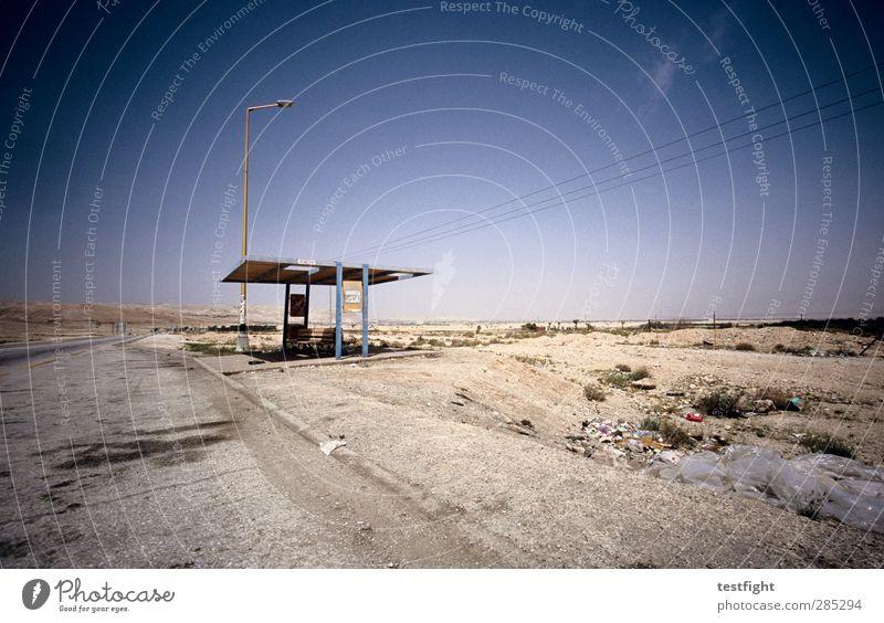 bushaltestelle Umwelt Natur Landschaft Himmel Sonne Sommer Wüste Bushaltestelle Verkehr Verkehrswege Personenverkehr Öffentlicher Personennahverkehr Straße