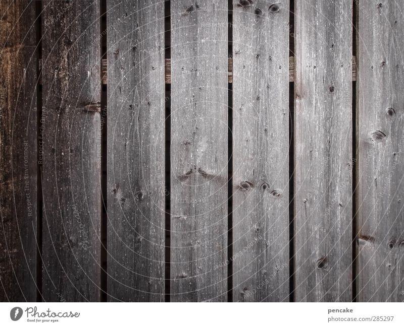 glücklich, wer vergisst alt Wand Mauer grau Holz Glück trist leer verfallen vergessen Holzwand Holzhütte Redewendung glücklicherweise