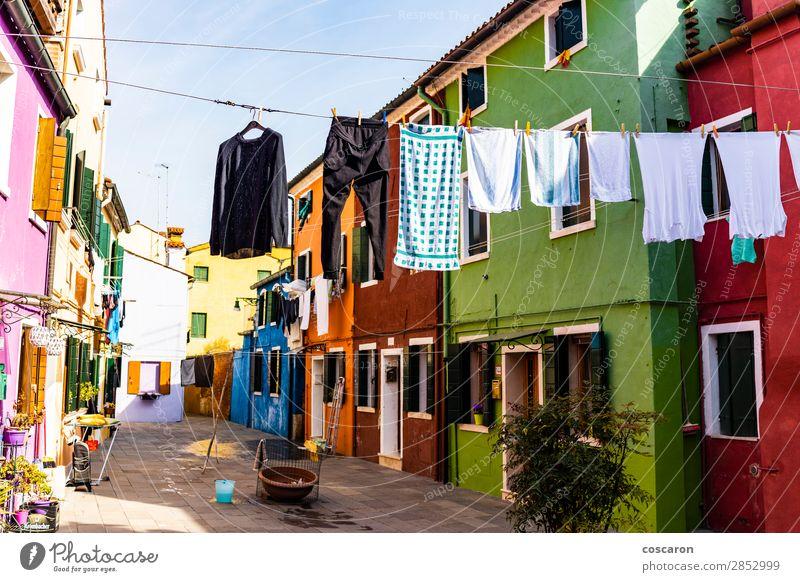 Hängende Kleidung auf den Straßen von Burano, Venedig, Italien. schön Ferien & Urlaub & Reisen Tourismus Sommer Sommerurlaub Insel Haus Kultur Dorf Stadt