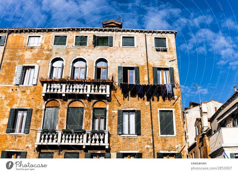 Historisches Gebäude vor blauem Himmel in Venedig Design schön Ferien & Urlaub & Reisen Tourismus Sommer Insel Haus Wolken Kleinstadt Stadt Hafenstadt Altstadt