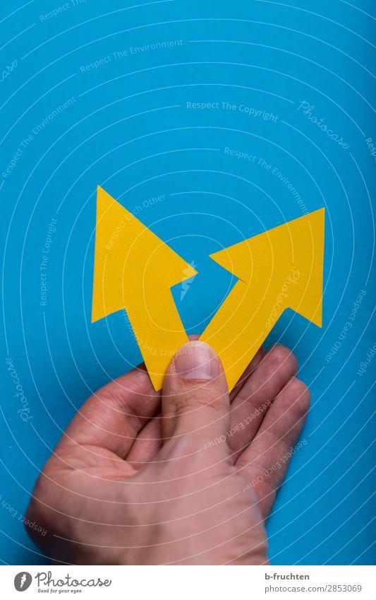 Vorwärts blau Hand gelb Wege & Pfade Business Büro gehen Zufriedenheit Erfolg Beginn Zukunft Finger Hinweisschild Vergangenheit Zeichen planen