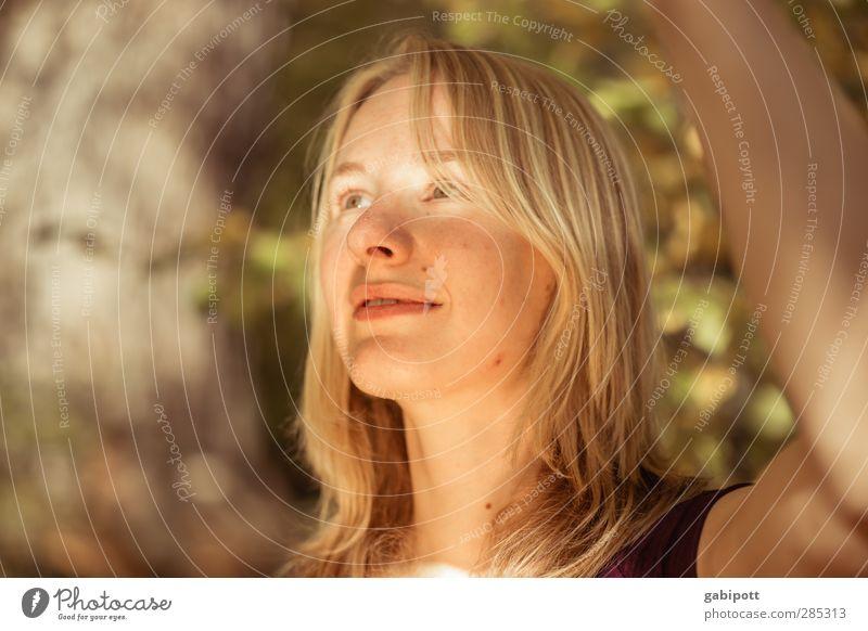 Sonne anbeten am Bärensee Mensch Frau Jugendliche schön Sommer Erholung Wald Erwachsene Junge Frau Leben feminin Glück 18-30 Jahre braun Fröhlichkeit Idylle