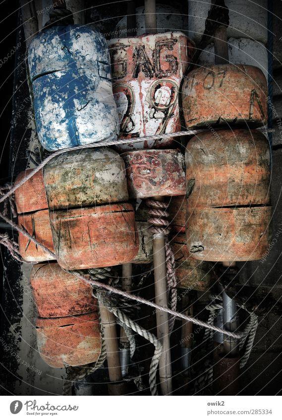 GAG 29 Fischereiwirtschaft Dinge Werkzeug Technik & Technologie Metall Kunststoff Schriftzeichen Ziffern & Zahlen Knoten alt fest verrückt blau rot schwarz weiß