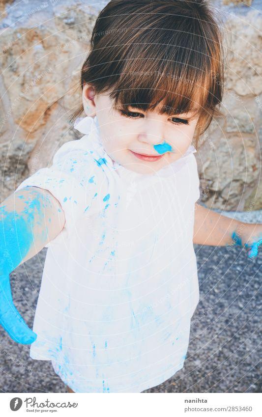 Kleines Mädchen schmutzig von Farbe Lifestyle Stil Freude Leben Freizeit & Hobby Spielen Kindererziehung Kindergarten Schule Mensch feminin Kleinkind Kindheit 1