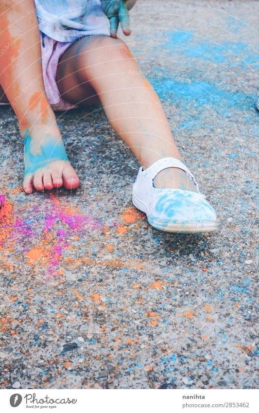 Frau Kind Mensch Farbe Freude Mädchen Lifestyle Beine Erwachsene Leben lustig Gefühle Familie & Verwandtschaft Glück Stil Kunst