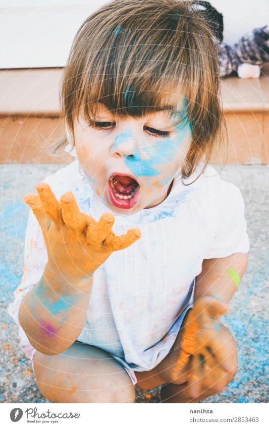 Kleines Mädchen schmutzig von Farbe Lifestyle Stil Freude Glück Leben Spielen Kindererziehung Bildung Kindergarten Schule Mensch feminin Kleinkind Kindheit 1