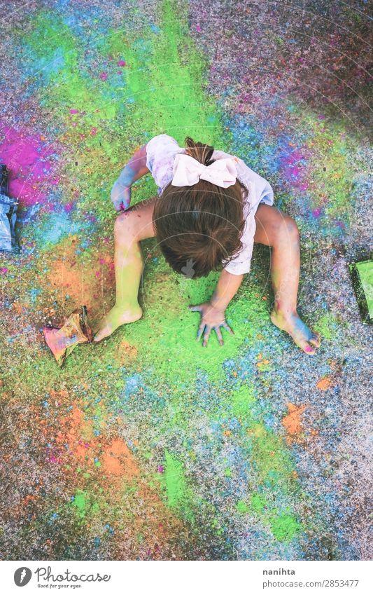 Kleines Mädchen schmutzig von Farbe Lifestyle Stil Freude Leben Freizeit & Hobby Handarbeit Kindererziehung Bildung Kindergarten Schule Mensch feminin Kleinkind