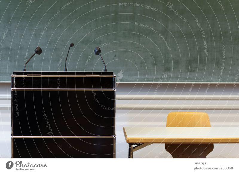 Ansage Schule Ordnung lernen Tisch Studium Zeichen Stuhl Bildung Erwachsenenbildung Sitzung Tafel Karriere Politik & Staat Rede Mikrofon Hörsaal