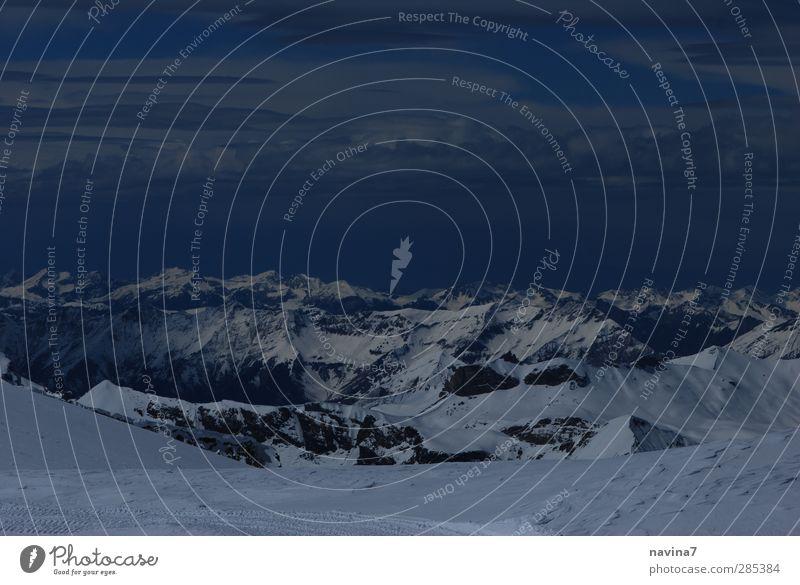 Gipfeltreffen Umwelt Natur Landschaft Urelemente Himmel Wolken Horizont Winter Schnee Alpen Berge u. Gebirge Ferne Unendlichkeit Sauberkeit blau weiß Abenteuer