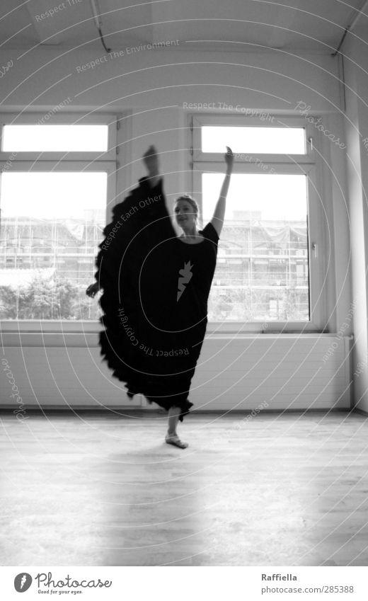I should warn you. Tanzen feminin Junge Frau Jugendliche Körper Arme Beine Fuß 1 Mensch 18-30 Jahre Erwachsene Fenster Wand Gewölbebogen Bodenbelag Parkett