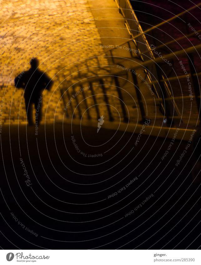 Köln UT 10/12   Nachtschwärmer Mensch maskulin Stadt Hafenstadt Treppe dunkel Silhouette Treppengeländer Brückengeländer x Straßenbeleuchtung Straßenbelag Eisen