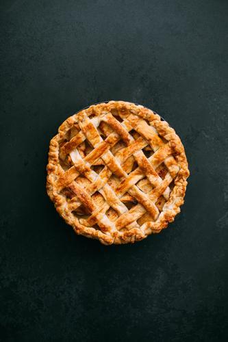 Hausgemachter Apfelkuchen Amerikaner Herbst Bäckerei Kuchen Zimt Dessert Mehl Lebensmittel frisch Frucht gold gebastelt Overhead Backwaren Pasteten rustikal