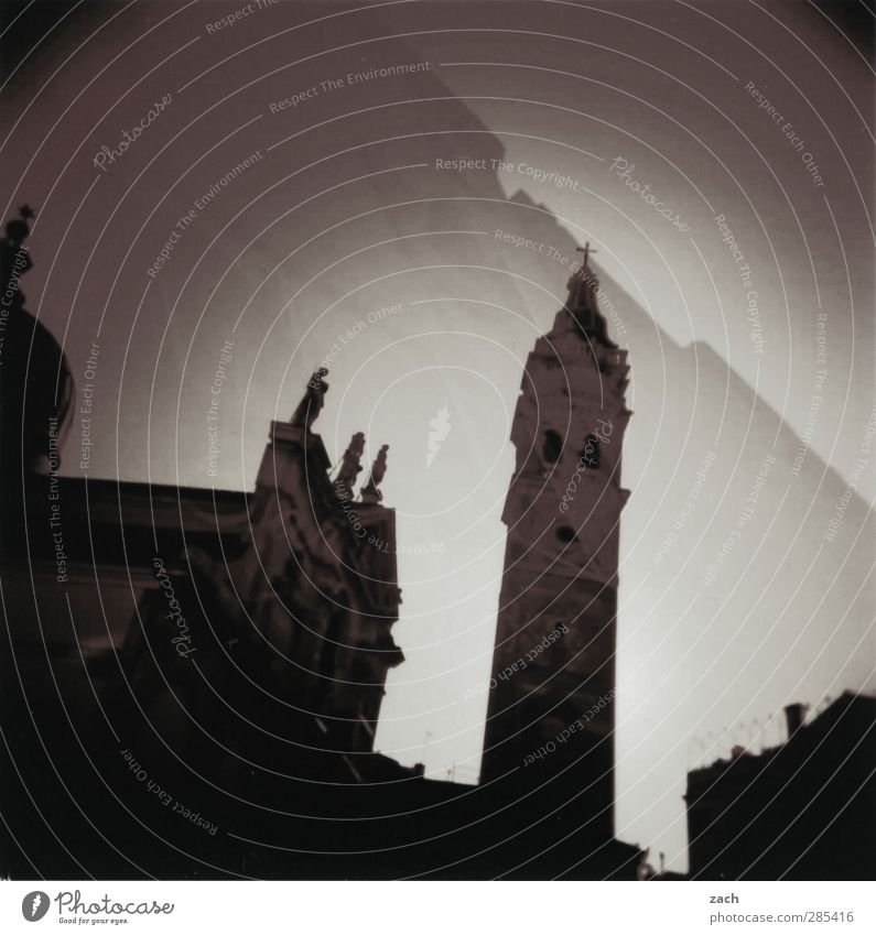 Venedig, gedoppelt alt Stadt Haus schwarz dunkel Architektur Gebäude Tourismus Kirche Turm Italien Kreuz analog Doppelbelichtung Sehenswürdigkeit Dom
