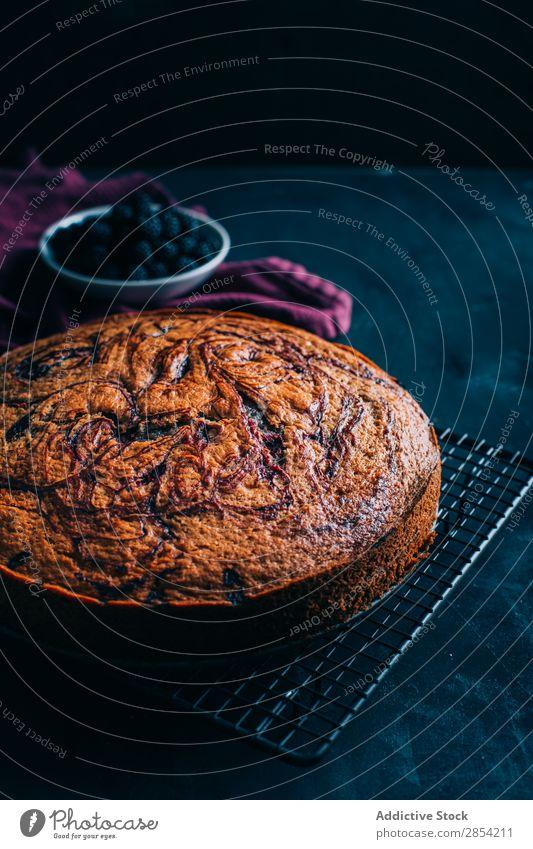 Hausgemachte Schokolade und Beeren Biskuitkuchen Hintergrundbild Bäckerei Brombeeren Kuchen Creme Dessert Lebensmittel Frucht gebastelt Pasteten Ablage Schwamm
