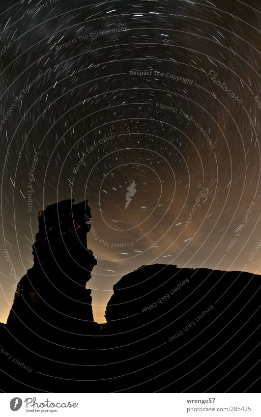 Heulender Hund II Himmel Natur Landschaft schwarz dunkel Berge u. Gebirge Felsen Stern Unendlichkeit Hügel Nachthimmel Sternenhimmel Harz Stativ