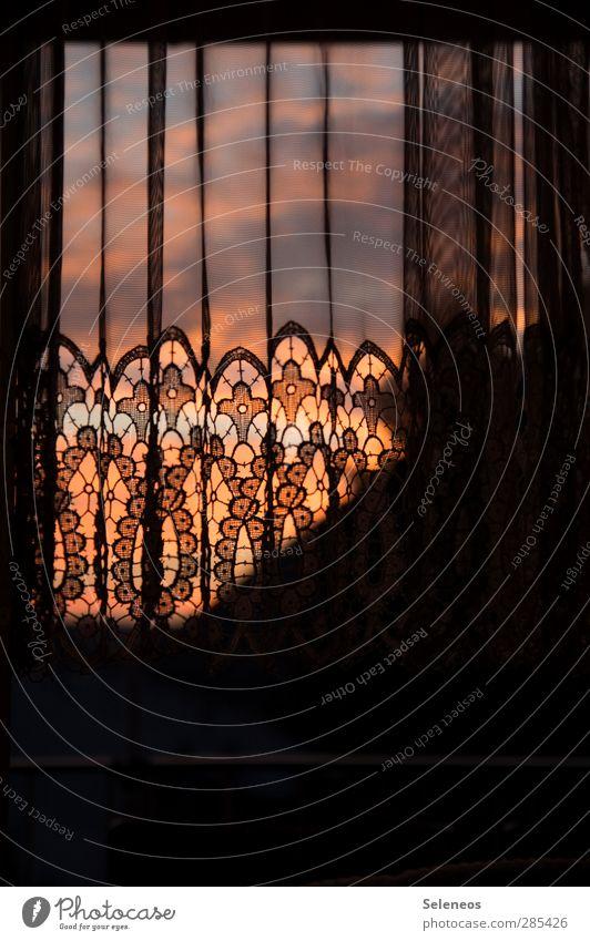 Vorhang zu Häusliches Leben Wohnung Innenarchitektur Dekoration & Verzierung Raum Fenster Gardine Stoff Natur Himmel Wolken natürlich Ornament Farbfoto