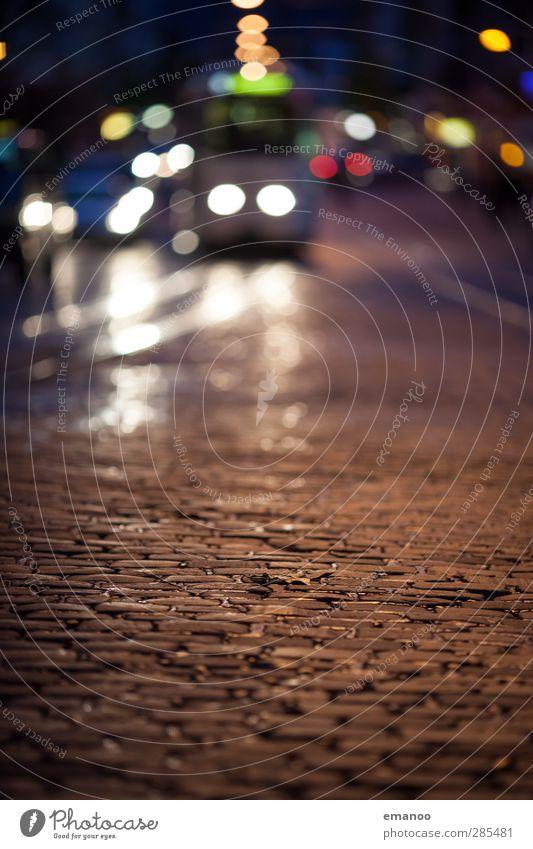 Tram alt Ferien & Urlaub & Reisen dunkel Straße Verkehr Tourismus fahren Gleise Straßenbeleuchtung Verkehrswege Stadtzentrum kommen Sightseeing Pflastersteine