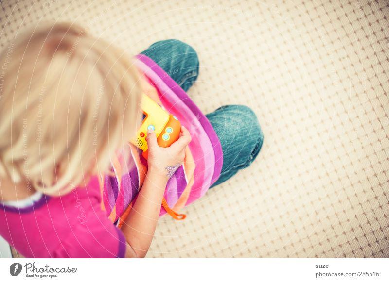 Spielplatz Lifestyle Haare & Frisuren Freizeit & Hobby Spielen Computerspiel Kinderspiel Mensch feminin Mädchen Kindheit Kopf Hand 1 3-8 Jahre blond authentisch