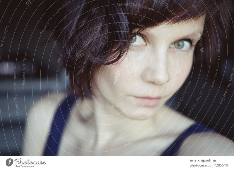 vergessen was ich wusste Mensch Frau Jugendliche schön Erwachsene Gesicht feminin Haare & Frisuren Denken 18-30 Jahre natürlich Haut beobachten Locken brünett