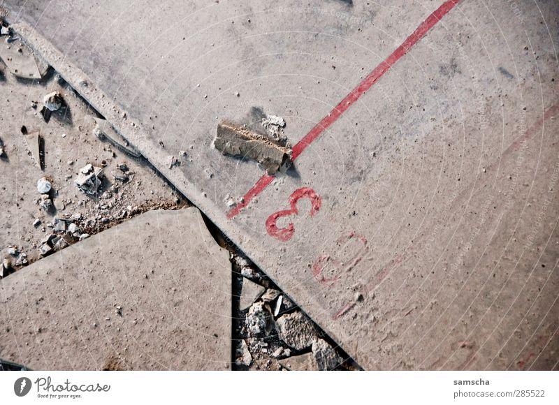 Nummer Drei alt Stadt rot Wand Mauer grau Stein Linie dreckig Beton 3 Vergänglichkeit Industrie verfallen Fabrik Vergangenheit