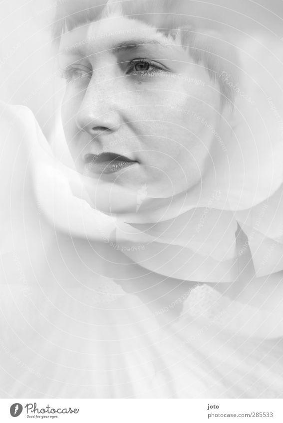 harlekin Jugendliche schön Einsamkeit ruhig Junge Frau kalt feminin Traurigkeit Blüte Mode träumen elegant ästhetisch Coolness Hoffnung einzigartig