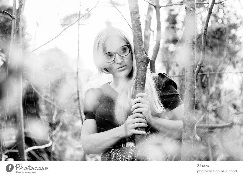 FALL 2012 elegant Stil Junge Frau Jugendliche Mensch 18-30 Jahre Erwachsene Herbst Baum Sträucher Wald Mode Kleid Brille blond langhaarig beobachten berühren