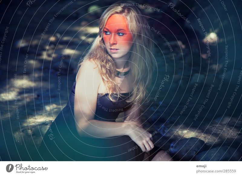 coloured Mensch Jugendliche schön Erwachsene Junge Frau feminin 18-30 Jahre natürlich außergewöhnlich orange blond trendy Schminke Körpermalerei Theaterschminke