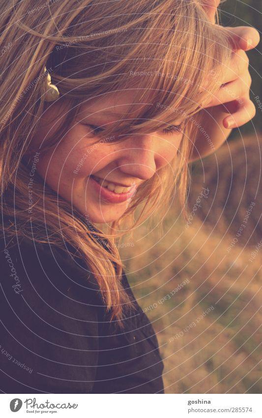 Sonnenspiegel schön Sommer Freude Herbst Leben feminin lachen Glück natürlich Feld blond Zufriedenheit frisch Fröhlichkeit leuchten
