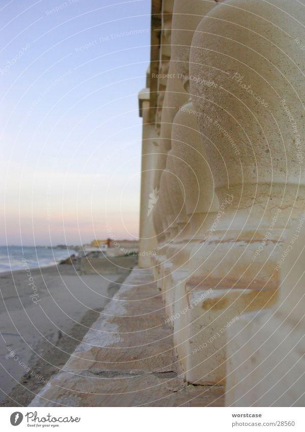 Geländer am Strand Strand Stimmung Beton Perspektive Europa Spanien Geländer Abenddämmerung