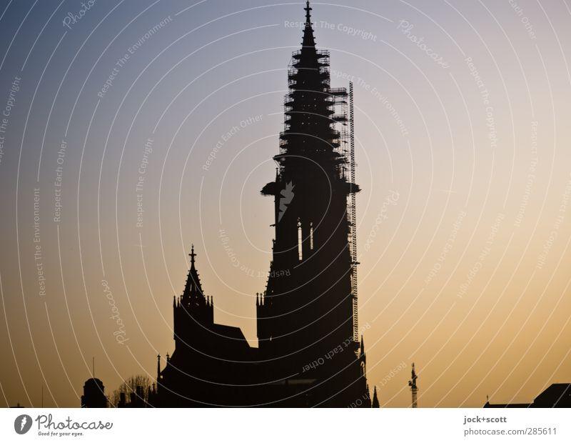 Turm auf Erden Farbe ruhig dunkel Architektur leuchten hoch Klima ästhetisch einfach Warmherzigkeit Schönes Wetter Kultur Romantik historisch rein