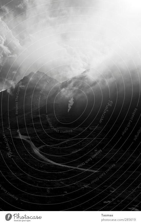 21. Dezember Umwelt Natur Landschaft Urelemente Himmel Wolken Felsen Alpen Berge u. Gebirge Gipfel Wahrheit Angst Entsetzen Todesangst Schwarzweißfoto