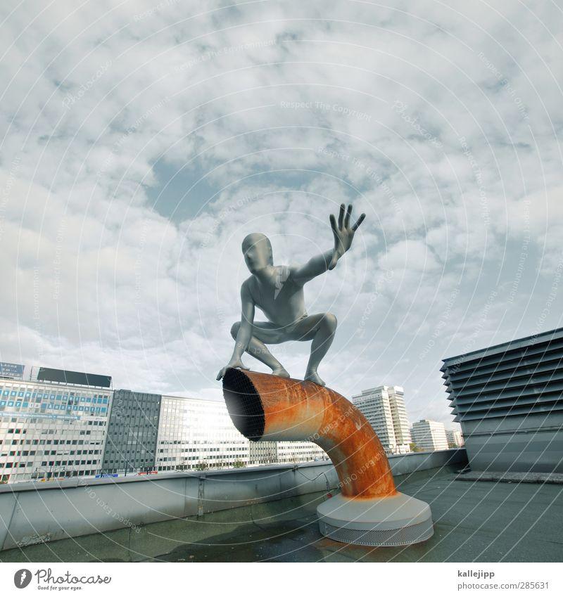 skyfall Mensch maskulin Mann Erwachsene Körper Haut 1 Stadt Hauptstadt Haus Hochhaus grau silber Schornstein Held Comicfigur Dach Berlin Alexanderplatz