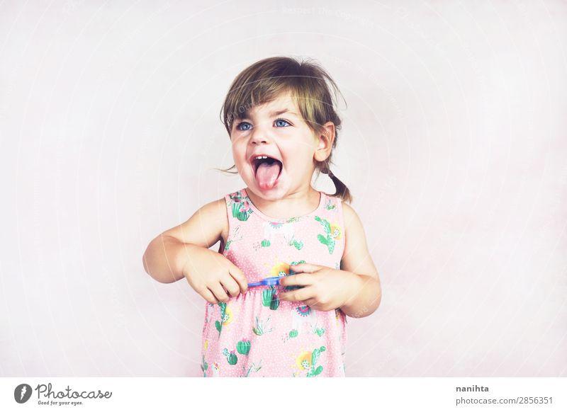 Kind Mensch schön Einsamkeit Freude Mädchen Gesicht Lifestyle Leben lustig feminin Gefühle Glück rosa frisch blond